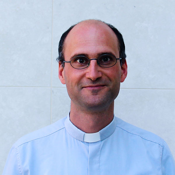 Boldog pap vagyok – Villanófényben Nyúl Viktor atya