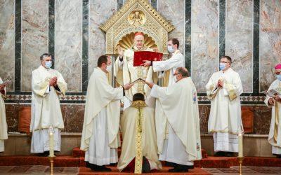 """""""Tápláló, éltető kenyérré kell válni!"""" – Felföldi László pécsi megyéspüspök szentelése és beiktatása"""